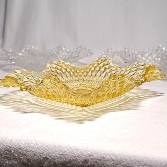 🍂Vintage yellow glass diamond point Indiana glass